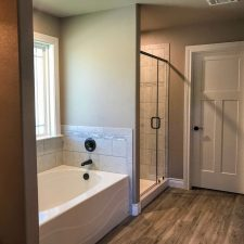 1402 Adam Ave, Burnet, TX - Bathroom
