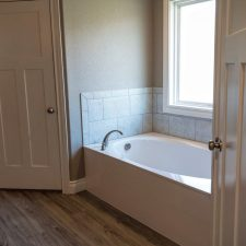 225 Sunday Dr, Burnet, TX - Bathtub