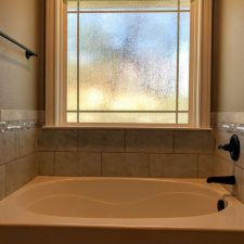 1402 Adam Ave, Burnet, TX - tub